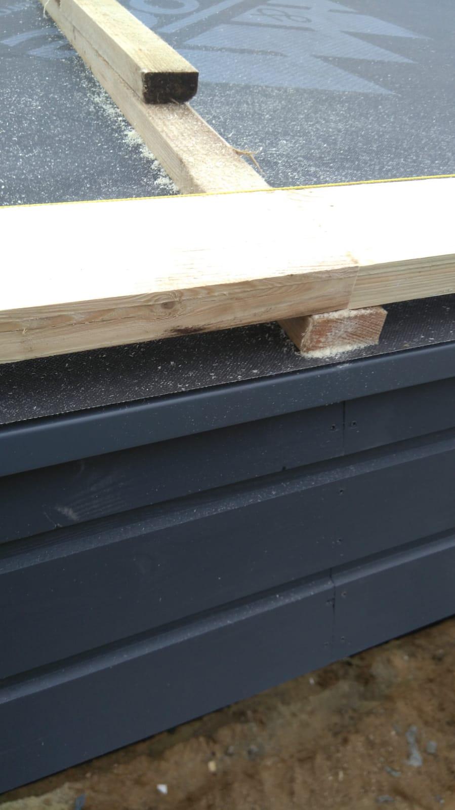 Jumta koka konstrukciju izbūve. Metāla Classic seguma montāža gallery