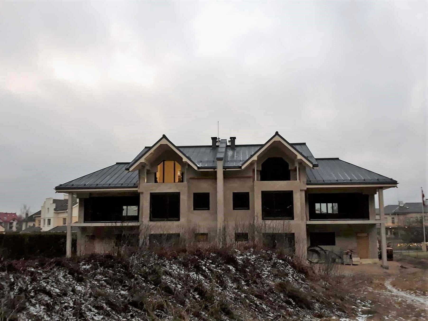 Jumta konstrukcijas izbūve un jumta metāla valcprofila seguma montāža dvīņu mājai gallery
