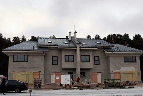Jumta konstrukcijas izbūve un jumta metāla valcprofila seguma montāža dvīņu mājai