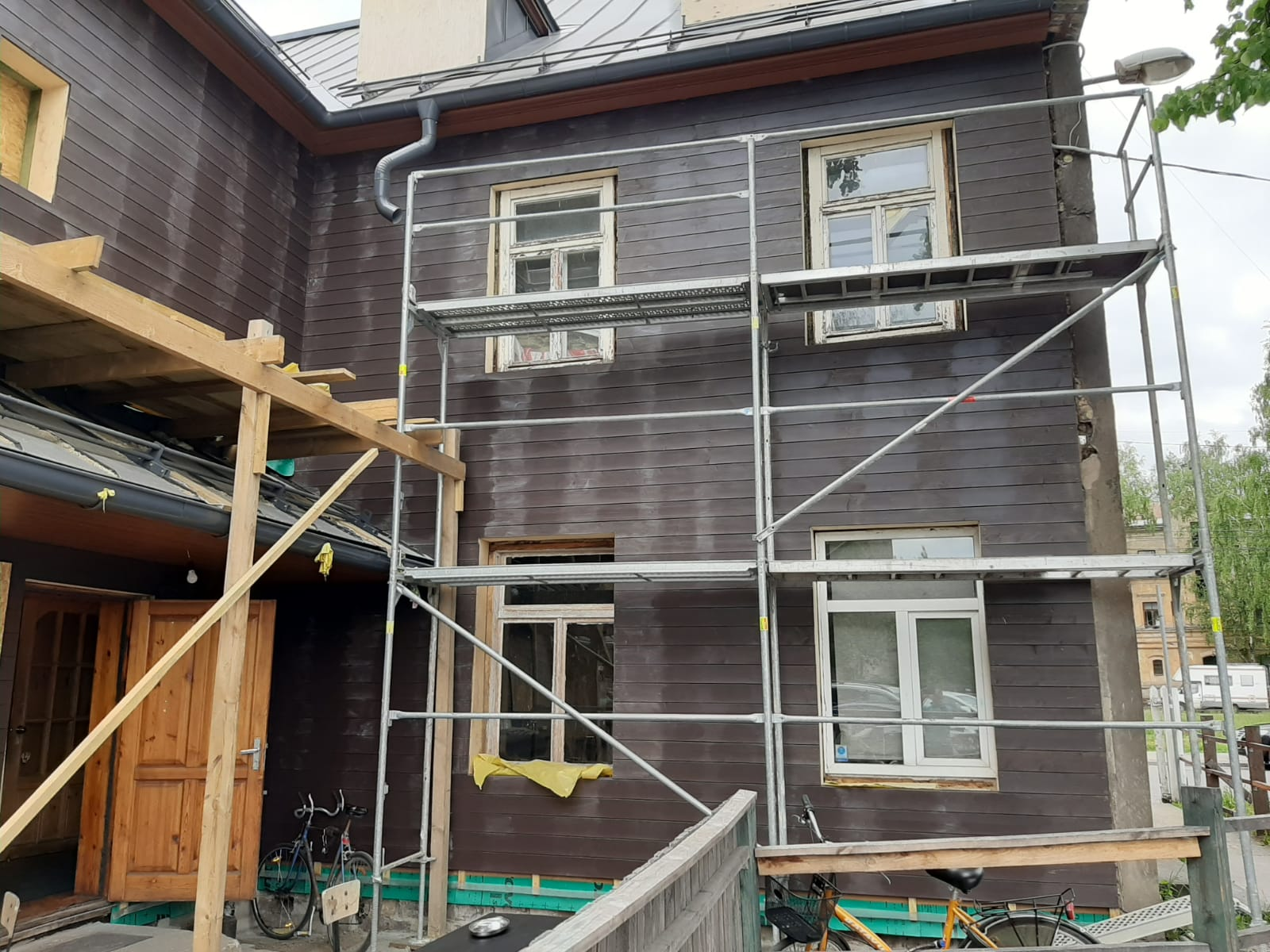 Koka un mūra fasādes renovācijas darbi E. B. Upīša iela 22, Rīga gallery