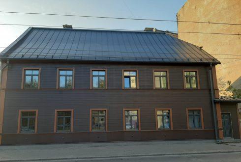 Koka un mūra fasādes renovācijas darbi E. B. Upīša iela 22, Rīga